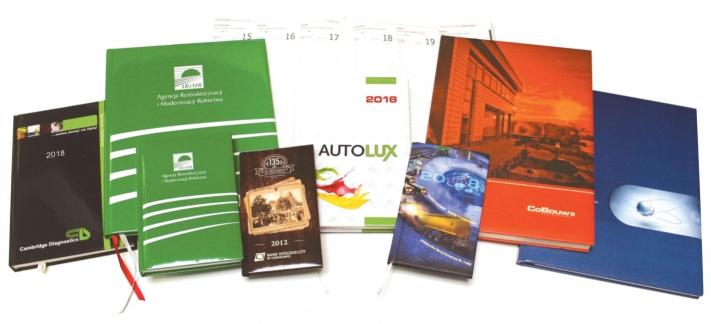 Kalendarze książkowe w oprawie całopapierowej